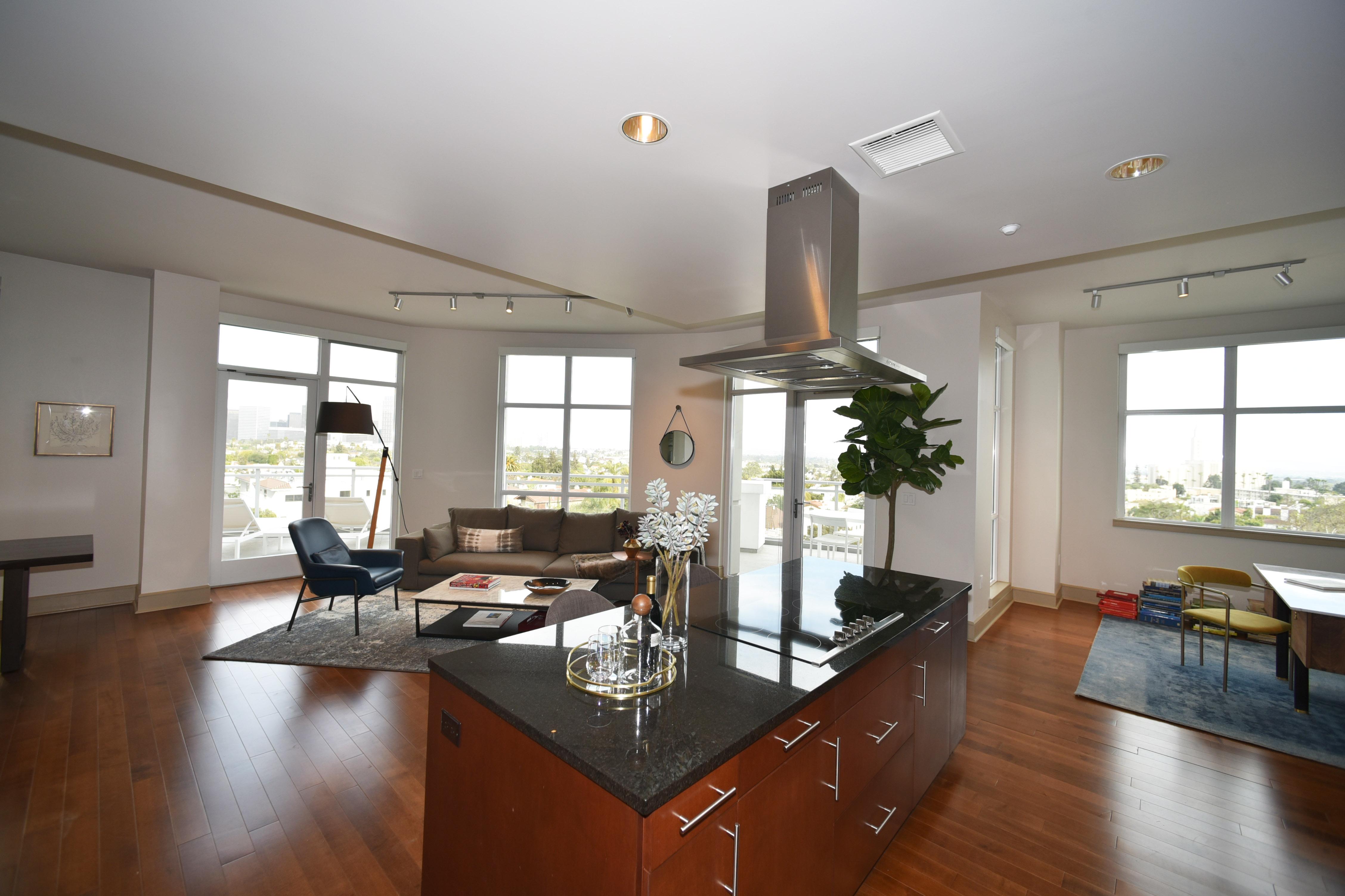 It Boast Hardwood Floors And Gourmet Kitchen